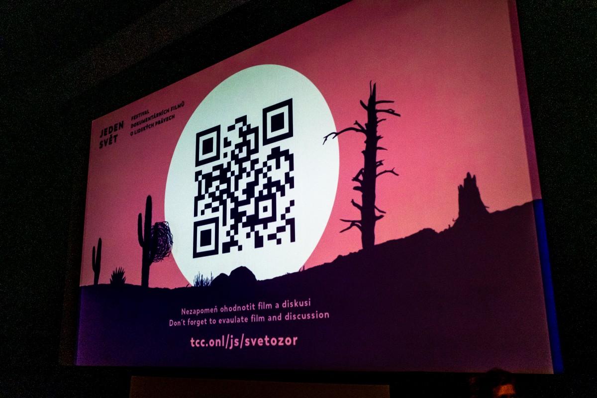 QR kód na plátně v kině Světozor